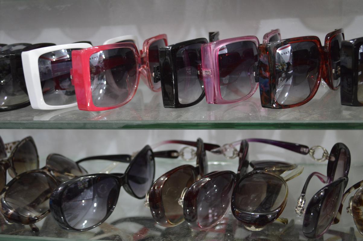 太阳镜、老花镜、墨镜批发图片一