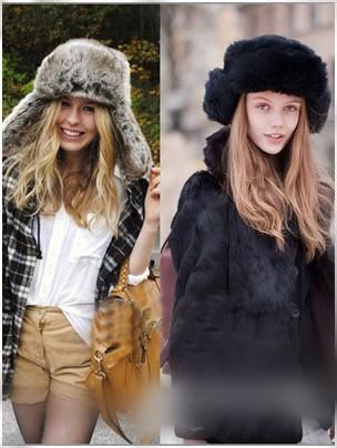 皮草护耳帽与黑色绒毛外套