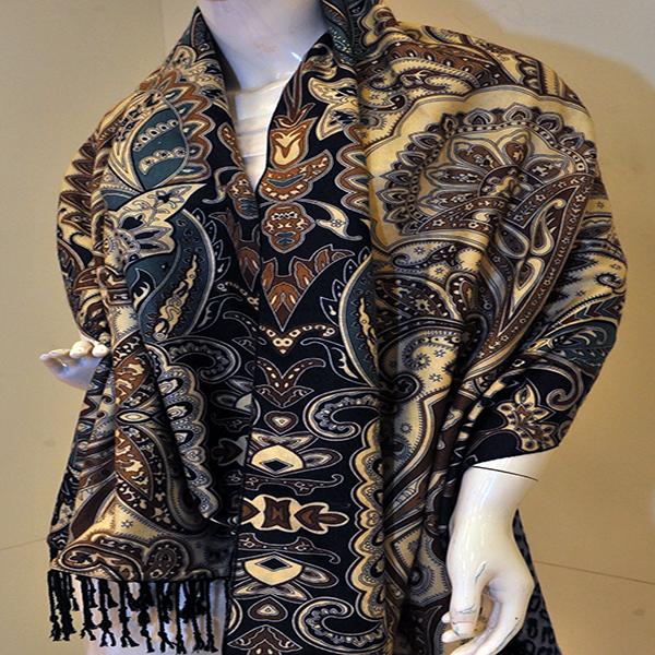 新款披肩式加绒围巾新款上市图片五