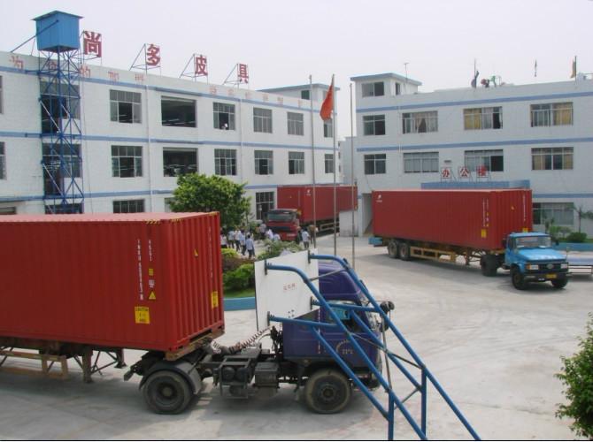深圳皮具厂家专业生产定制高档各类真皮拉链包图片六
