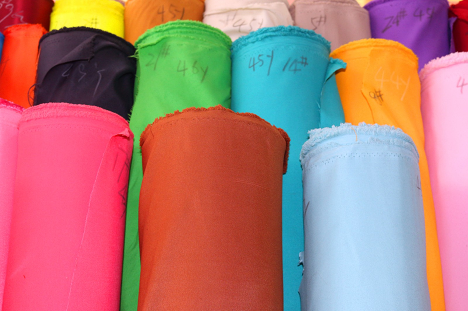 新款涤纶斜纹桃皮绒 儿童抱枕口袋面料 环保染色图片十