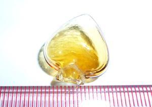 A022 17.74*18.84 黄色透明桃心人体香水瓶