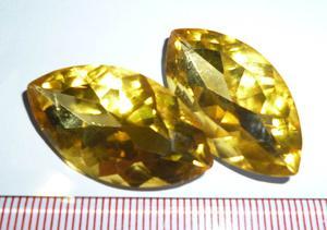 样395#    31*17mm马眼金黄色尖底玻璃钻