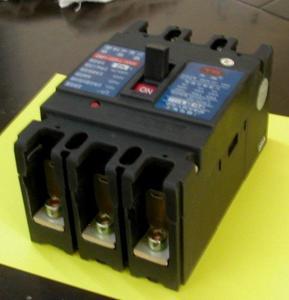 高仿常熟壳断路器 CM1系列 CM1-160/3300