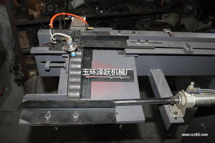 中频炉感应加热自动上料加热装置